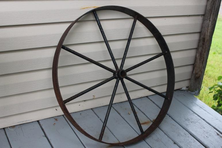 2 roues antiques en métal
