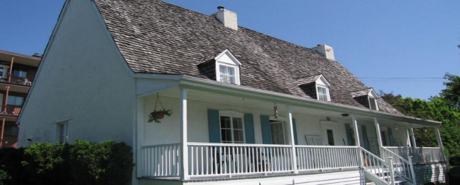 La maison Parent est une ancienne maison de ferme d'inspiration française construite avant 1750 et agrandie vraisemblablement en 1804. La résidence en pierre de plan rectangulaire, à un étage et demi, est coiffée d'un toit aigu à deux versants droits. La maison est orientée face au sud. Elle se situe dans l'arrondissement municipal de Beauport de la ville de Québec.  Ce bien est classé immeuble patrimonial. La protection s'applique aussi au terrain. La maison Parent bénéficie d'une aire de protection dont une partie est comprise dans le site patrimonial de Beauport. Un site archéologique euroquébécois inscrit à l'Inventaire des sites archéologiques du Québec est associé à ce lieu.