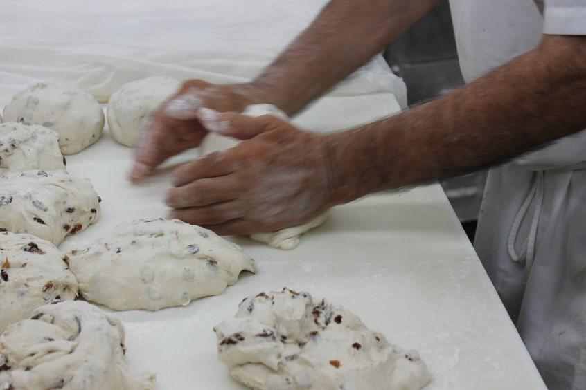 Les mains à la pâte
